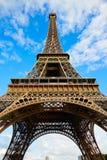 艾菲尔铁塔在巴黎在蓝天法国下 库存图片