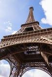 艾菲尔铁塔在巴黎法国,著名旅游业地标 免版税图库摄影