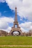 艾菲尔铁塔在巴黎法国,著名旅游业地标 免版税库存图片