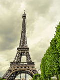 艾菲尔铁塔在巴黎,法国,有作用的老postcar 免版税库存照片