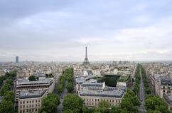 艾菲尔铁塔有巴黎从凯旋门的地平线视图 免版税库存图片