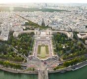 从艾菲尔铁塔的顶端风景看法 法国巴黎 免版税库存图片