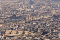 从艾菲尔铁塔的巴黎圣母院 免版税库存图片