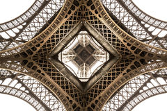 艾菲尔铁塔建筑学细节,底视图 独特的角度 库存图片