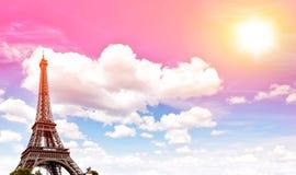艾菲尔铁塔巴黎蓝色日落被定调子的天空葡萄酒 免版税库存图片