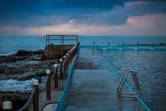 节假日池手段风景海运 免版税库存照片