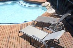 节假日游泳池边 库存照片