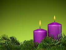 节假日紫色蜡烛 免版税库存照片
