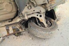 细节在与发动机油条纹的一次事故以后翻转了 免版税库存图片