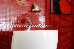 细节在红色卫生间里 免版税库存图片
