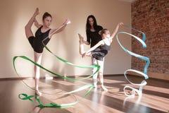 节奏性的体操 芭蕾舞女演员教训教育 图库摄影