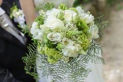 细节射击了beuafitul新娘花束 免版税图库摄影