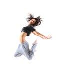 节律唱诵的音乐样式十几岁的女孩跳跃的跳舞 免版税库存图片