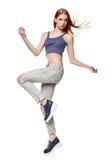 节律唱诵的音乐样式十几岁的女孩跳跃的跳舞 库存照片