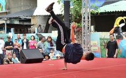 节律唱诵的音乐舞蹈竞争 免版税库存图片