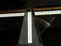 节拍器钢琴 图库摄影