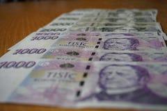 细节捷克钞票(CZK,冠)按一个和二千个捷克冠的面额 免版税库存照片