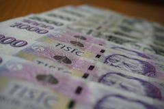 细节捷克钞票(CZK,冠)按一个和二千个捷克冠的面额 库存照片