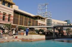 节日中心江边在迪拜,阿拉伯联合酋长国 免版税库存图片