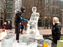 节日冰伦敦雕塑 免版税库存照片
