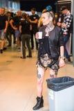 节日参加者在第11次国际纹身花刺大会时在克拉科夫的国会商展中心 免版税图库摄影