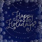 节日快乐在用雪花和珍珠框架装饰的蓝色背景的银现代书法  向量例证