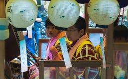 节日浮游物的日本孩子 库存照片