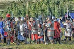 节日的参加者在历史的中世纪衣裳的 免版税库存照片