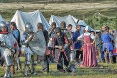 节日的参加者在历史的中世纪衣裳的 免版税库存图片