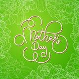 节日礼物卡片与手字法母亲在绿色的` s天开花背景 横幅的模板,海报,飞行物 免版税库存照片