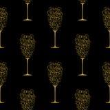 节日礼物卡片用在圣诞快乐和新年快乐上写字的金黄手以一杯香槟的形式  库存图片