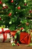 节日礼物在树下 库存照片
