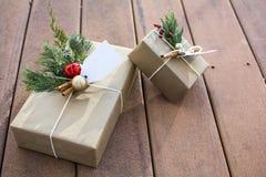 节日礼物把在甲板和日落阴影的外部装箱 免版税图库摄影