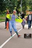 节日` Clownfest `的男性小丑在公园Sokolniki在莫斯科 免版税库存照片