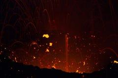 细节火山的爆炸在晚上 免版税库存图片