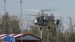 节目开始的时间 直升机看法上升入空气 影视素材