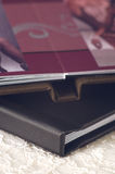 细节被射击黑皮革册页 免版税库存照片