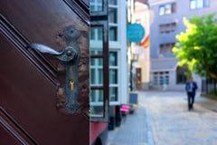 细节门户开放主义与在街道上的一把锁 免版税图库摄影