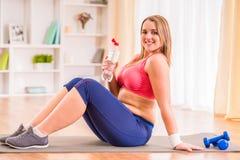 节食的肥胖妇女 图库摄影
