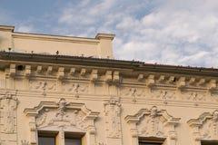 细节-经典建筑风格大厦在布拉索夫,罗马尼亚,特兰西瓦尼亚,欧洲 免版税库存图片