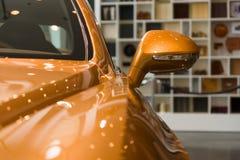 细节(后视镜)一辆个人豪华汽车本特利新的大陆GT V-8 库存照片