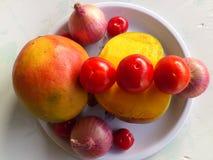 芒果、菜和欢欣 免版税库存图片