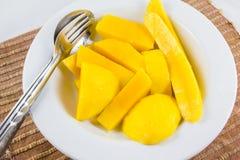 芒果吃 免版税图库摄影