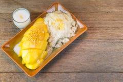 芒果和黏米饭 免版税库存图片