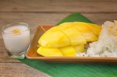 芒果和黏米饭 免版税图库摄影