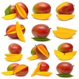 芒果的汇集与叶子和切片的 库存照片