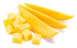 芒果立方体和切片 笤帚查出的白色 图库摄影