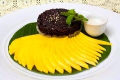 芒果米粘性甜点 图库摄影