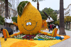 芒通,法国- 2月27 :柠檬节日(Fete du Citron)在柠檬法国Riviera.Thousands和桔子用于修建巨大的柑橘建筑 库存照片