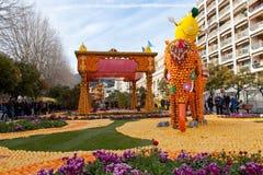 芒通,法国- 2月27 :柠檬节日(Fete du Citron)在法国Riviera.The题材在2013年是  免版税库存图片